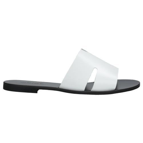 Białe klapki damskie z czarną podeszwą 74008-59