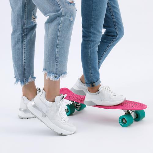 Białe sneakersy damskie ze srebrnymi elementami 46040-89