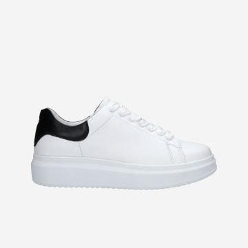 Bílé kožené tenisky dámské s trendy detaily 46020-59