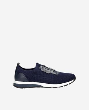 Ak elegancia, tak iba s tmavomodrými pánskymi botaskami 10086-86
