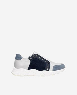 Wsuwane sneakersy damskie w kolorze niebiesko-srebrnym z nitami 46090-86