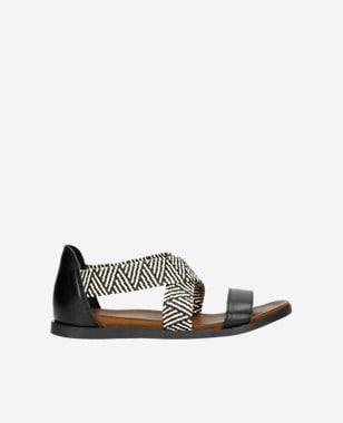 Kožené dámske sandále v hravej čiernej farbe 76018-81