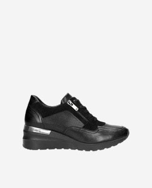 Kožené dámske sneakersy na klinovej podrážke 46091-71
